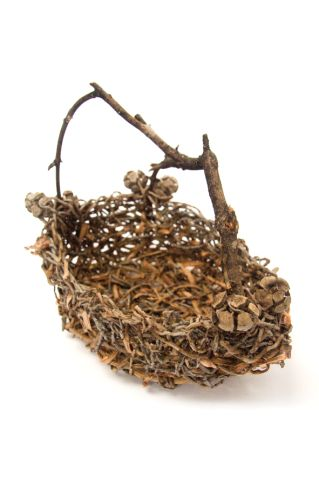 Basket with twig hangle